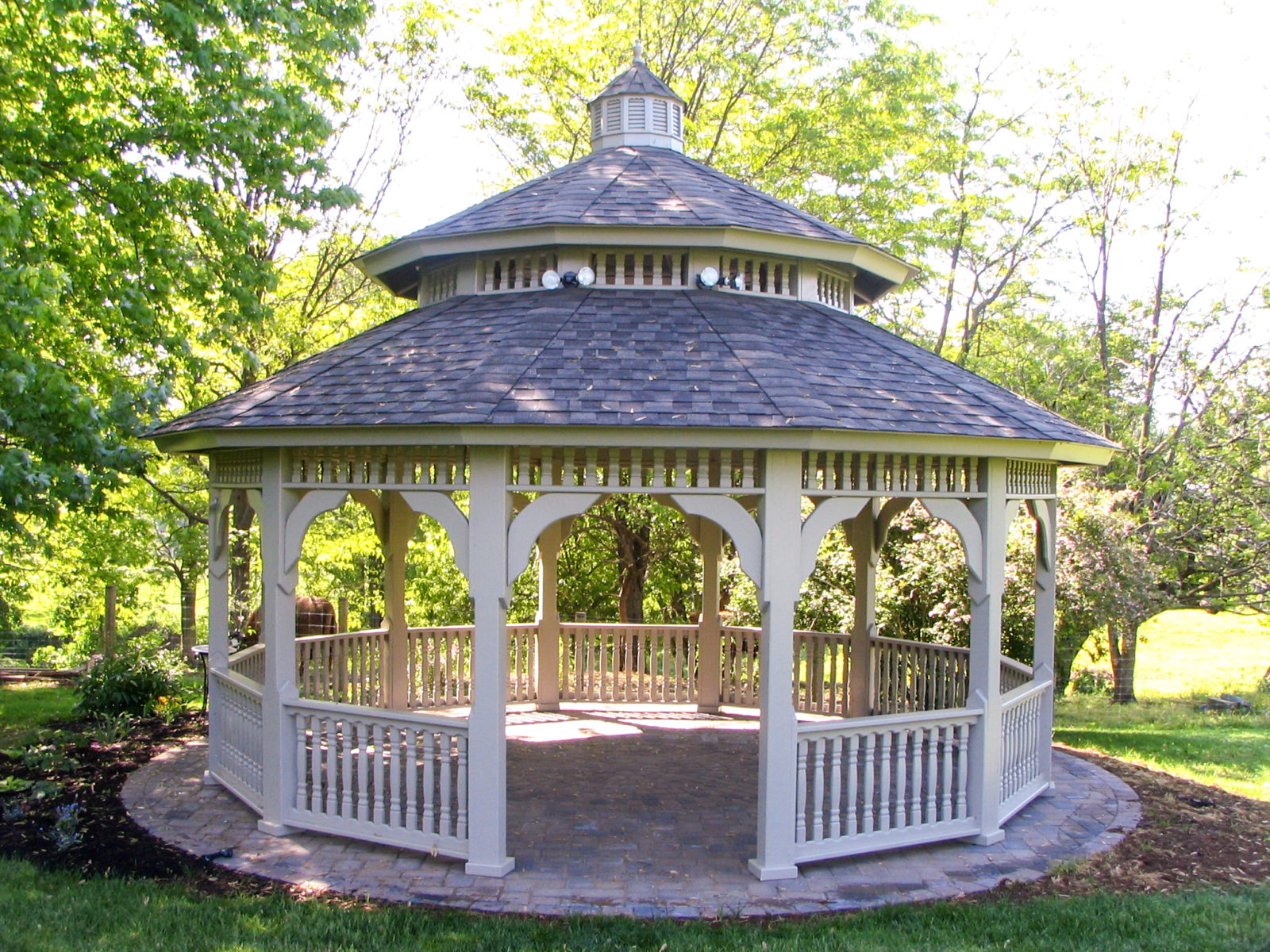 dodecagon gazebo in park