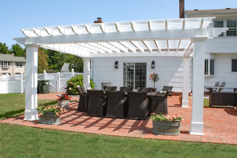 backyard pergola dining area